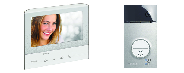 Front view image of the Classe 300X13E and the Linea 3000
